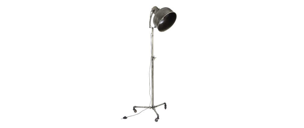 Lámpara de pie industrial con ruedas en metal envejecido WALKER